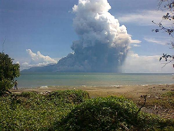 Rokatenda eruptions August 10, 2013. Photo courtesy of NBCnews.